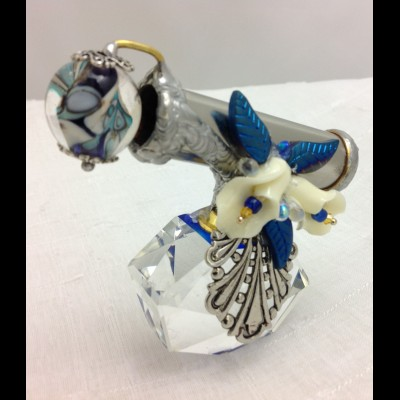 Crystal Ivory Lilly Kaleidoscope