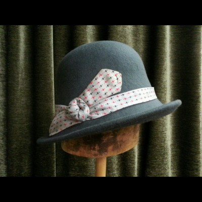 Grey cloche with vintage bow tie